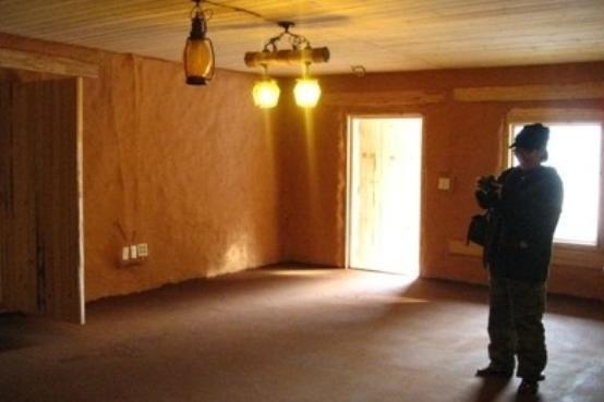▲ '흙부대 건축방식'으로 지어진 주택 내부 모습